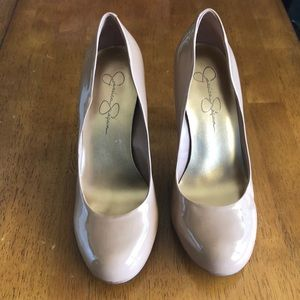 Jessica Simpson Nude patent heeled shoes sz 8.5